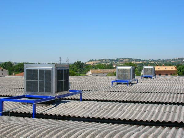 vista raffrescatori evaporativi installati a tetto