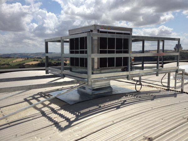 Rafrescatore evaporativo con passerella manutenzione