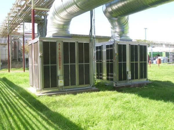 2 raffrescatori ACC40 installati in azienda produzione prodotti chimici