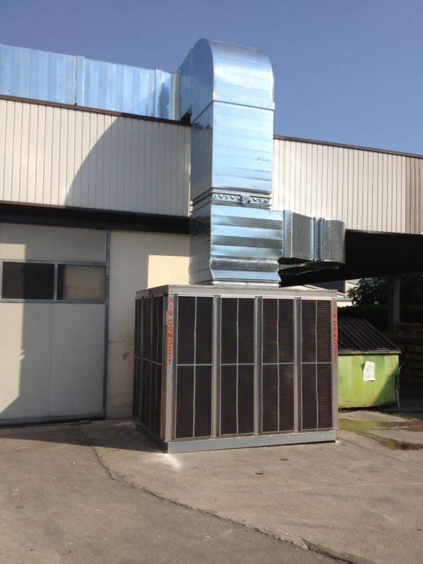 Raffrescatore adiabatico evaporativo con canali aria